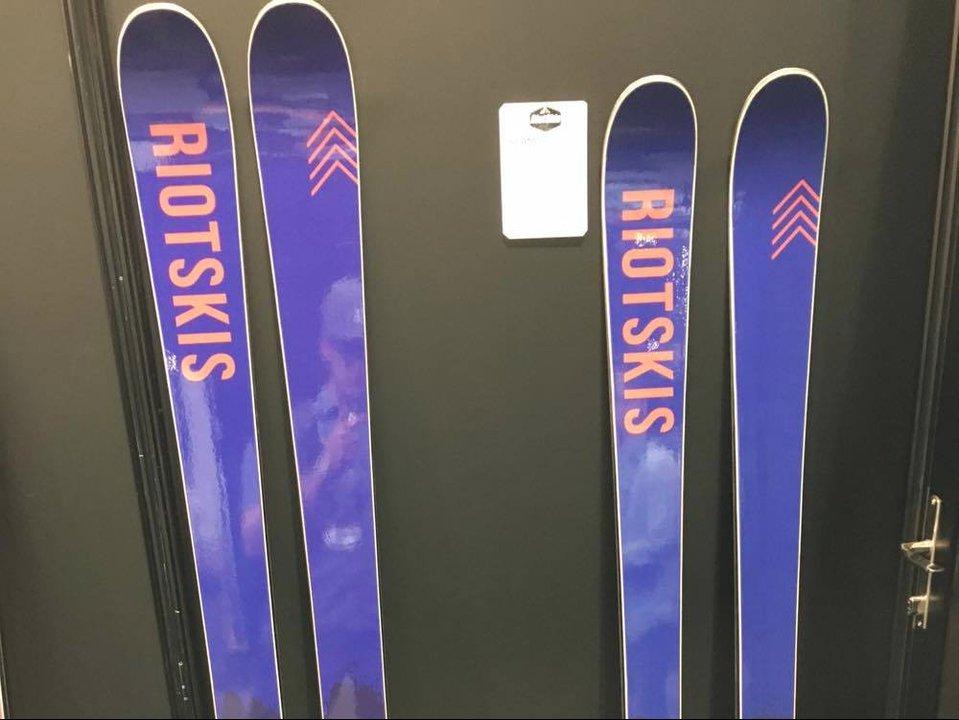 SIA: Riot Skis 2016-2017