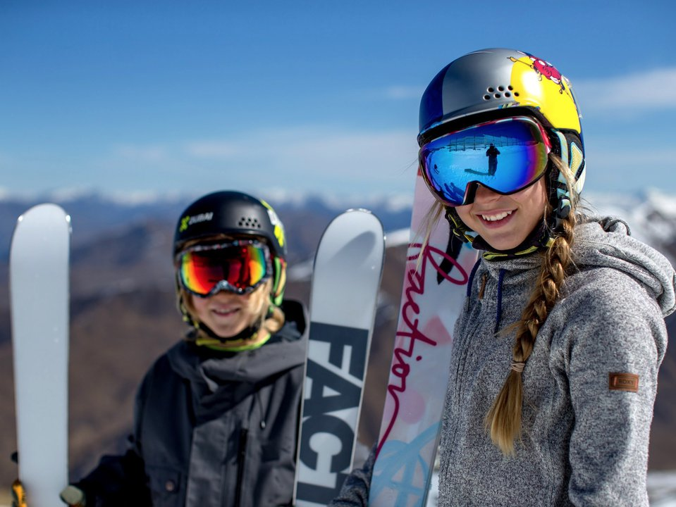 Faction Skis Sign Kelly Sildaru