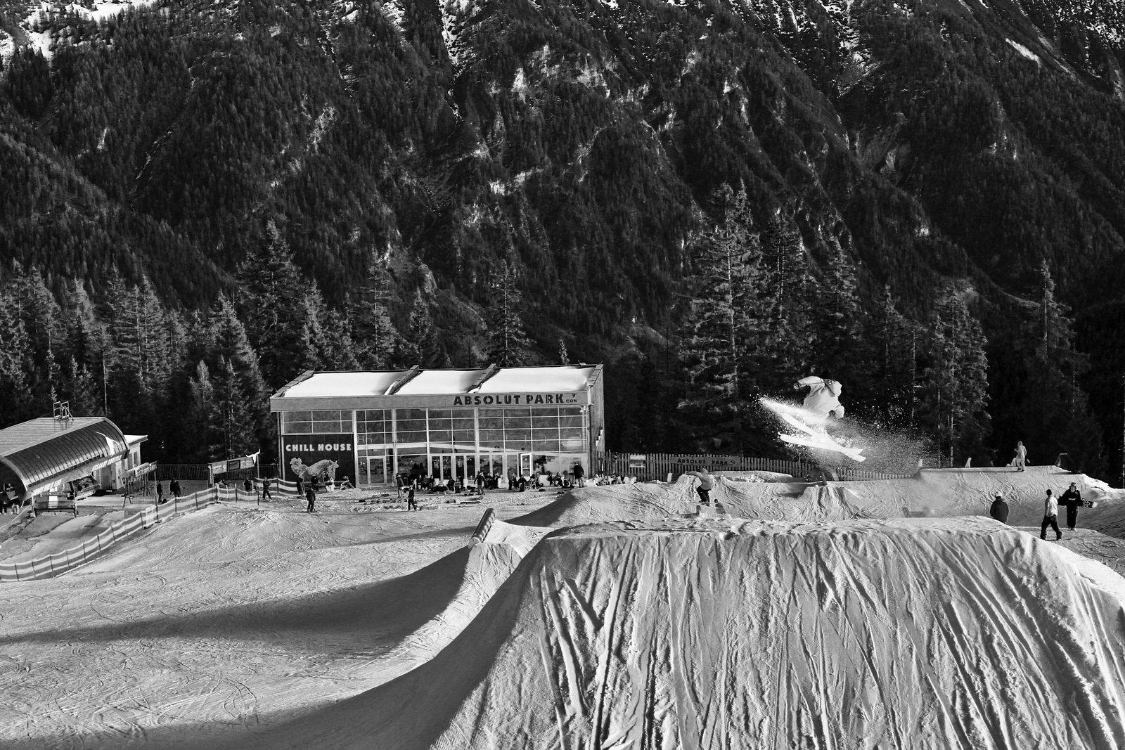 Absolut park black & white