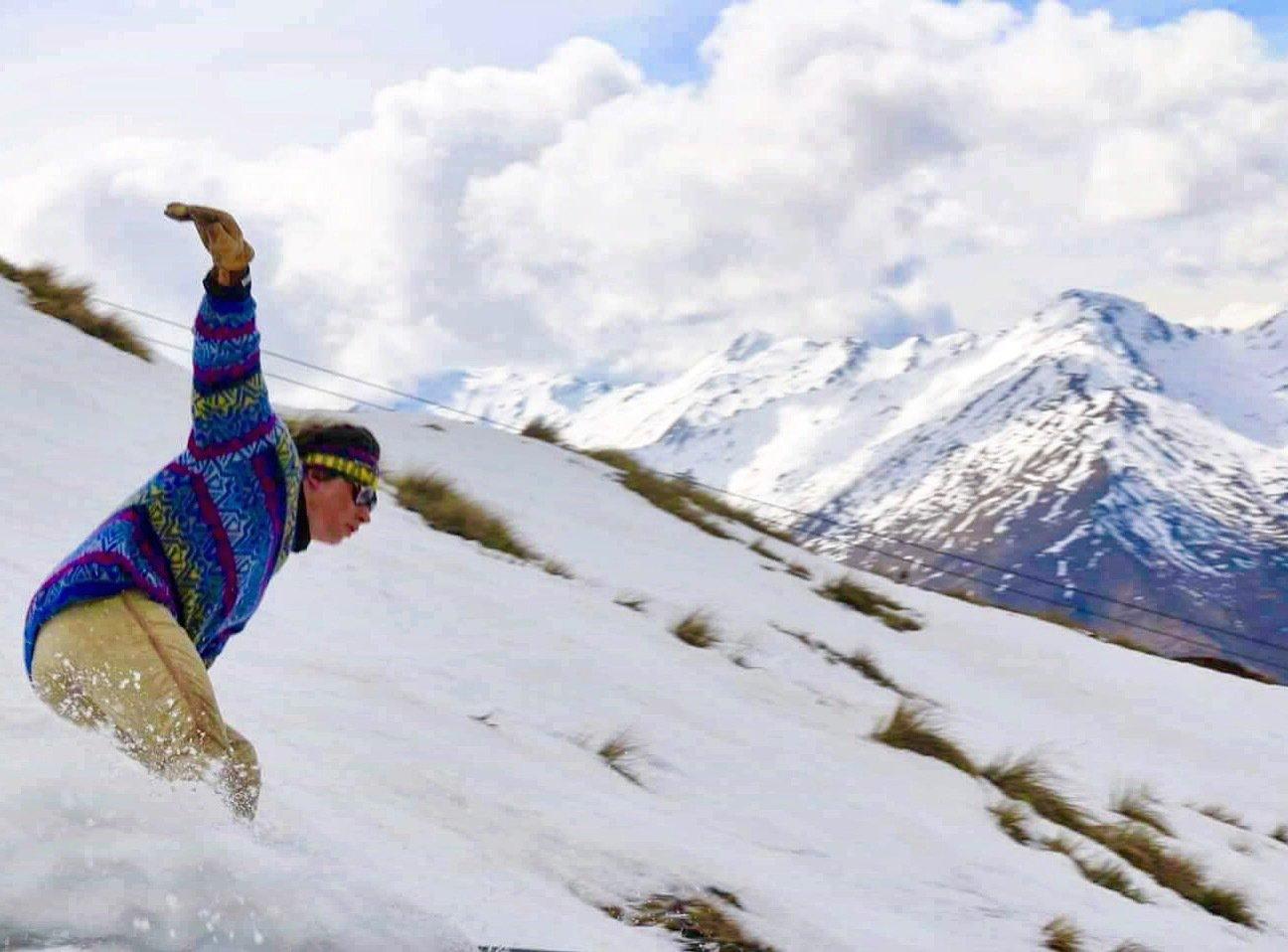 Retro straight ski swervin