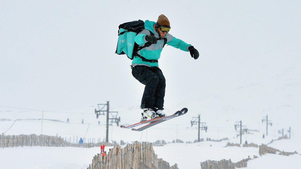 Deliveroo trials ski deliveries for their UK market