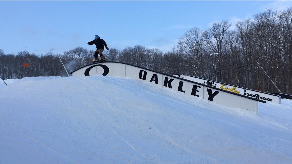 Oakley rail